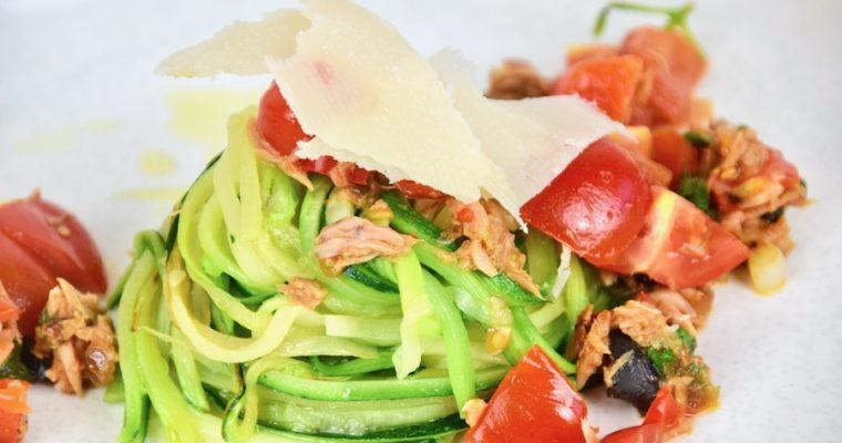 Low Carb Thunfisch-Tomaten Zoodles (glutenfrei)