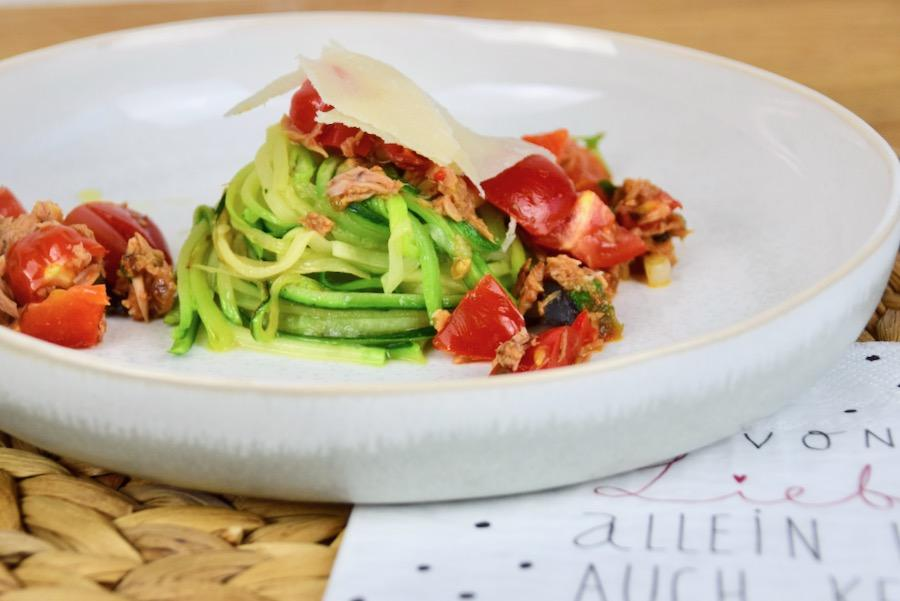 Low Carb Thunfisch-Tomaten Zoodles